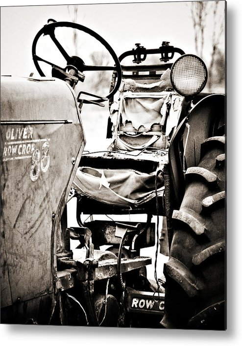Americana Metal Print featuring the photograph Beautiful Oliver Row Crop Old Tractor by Marilyn Hunt