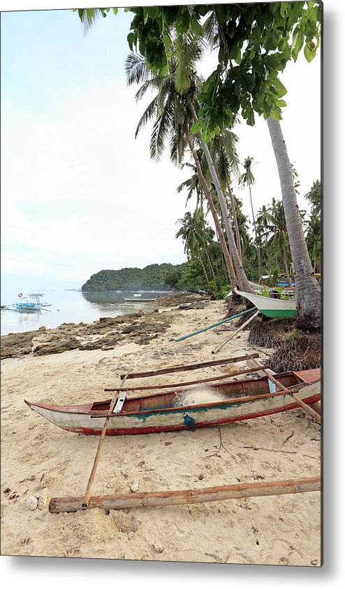 Water's Edge Metal Print featuring the photograph Ready To Fishing by Vuk8691