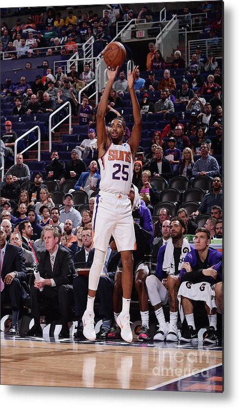 Nba Pro Basketball Metal Print featuring the photograph Sacramento Kings V Phoenix Suns by Michael Gonzales