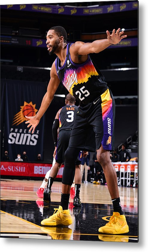 Nba Pro Basketball Metal Print featuring the photograph LA Clippers v Phoenix Suns by Michael Gonzales