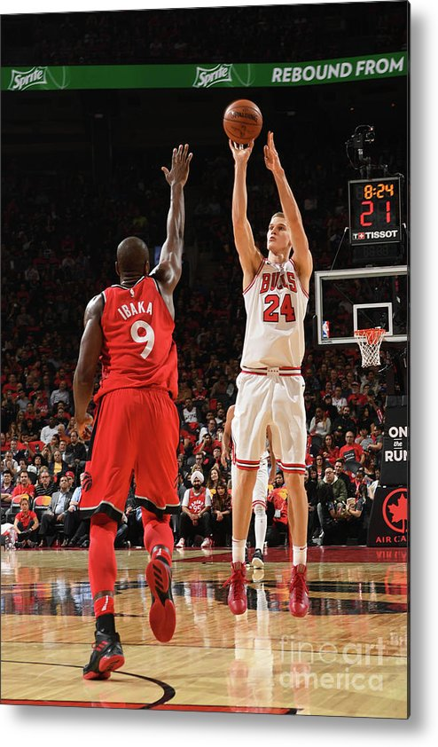 Chicago Bulls Metal Print featuring the photograph Lauri Markkanen by Ron Turenne