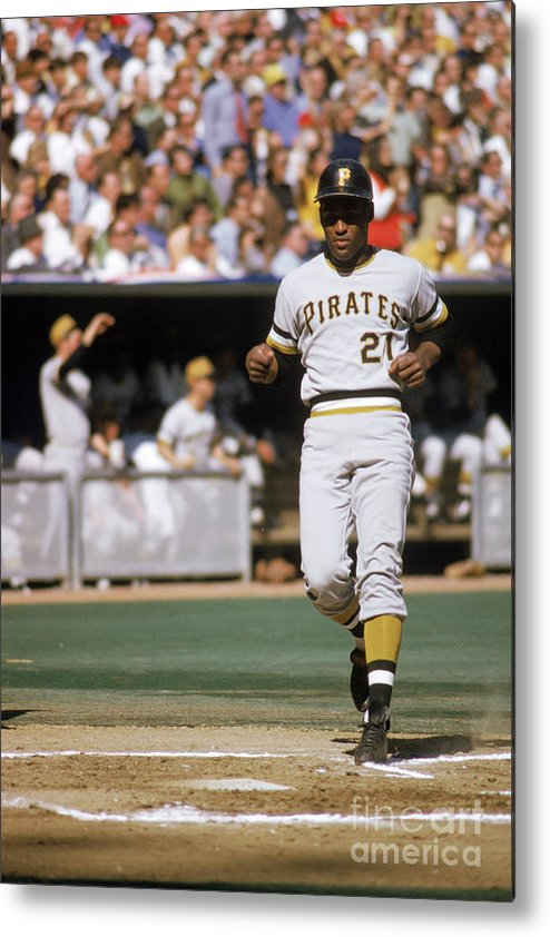 Scoring Metal Print featuring the photograph Roberto Clemente by Mlb Photos