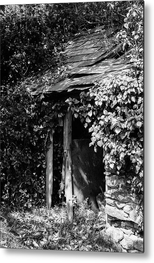 Black And White Metal Print featuring the photograph Shed - Retired by Bear R Humphreys