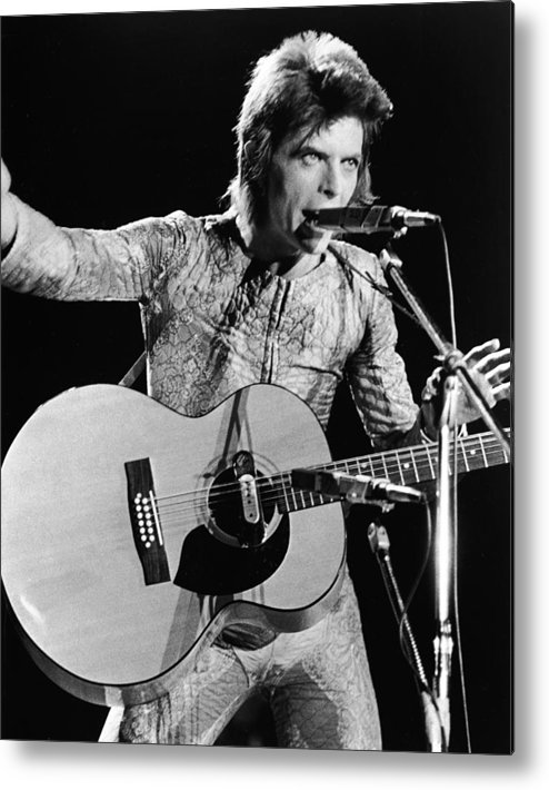 Ziggy Stardust - Persona Metal Print featuring the photograph David Bowie Performing As Ziggy Stardust by Hulton Archive