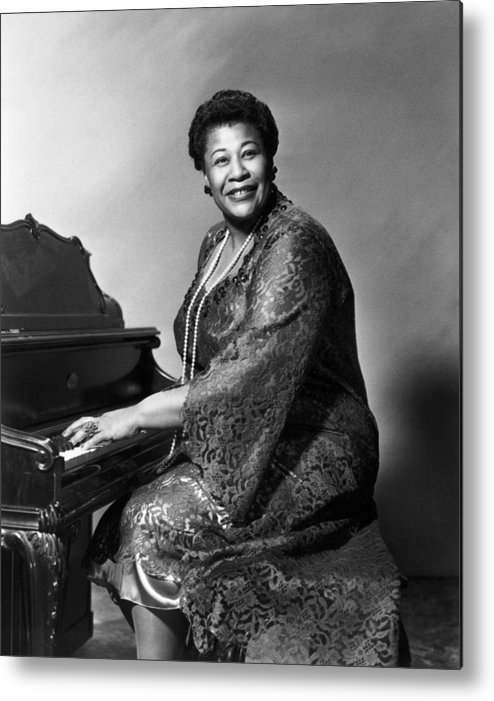 1955 Metal Print featuring the photograph Ella Fitzgerald (1917-1996) by Granger