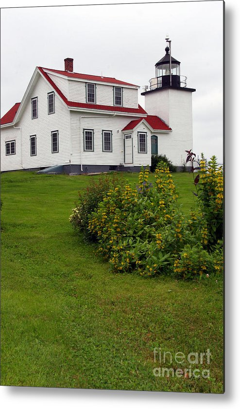 Fort Point Lighthouse Metal Print featuring the photograph Fort Point Lighthouse by Brenda Giasson