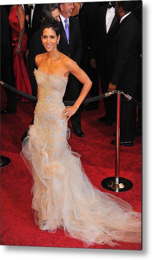 Halle Berry (wearing Marchesa Dress) Metal Print featuring the photograph Halle Berry Wearing Marchesa Dress by Everett