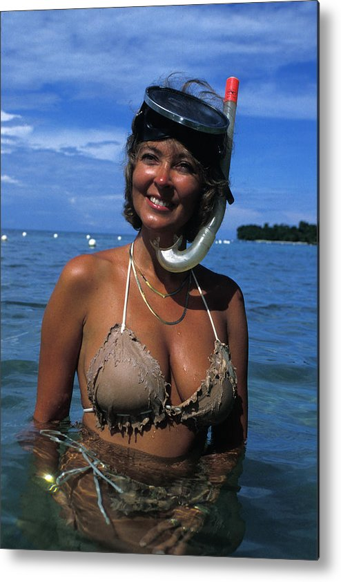 Woman Metal Print featuring the photograph Snorkler Beauty by Carl Purcell