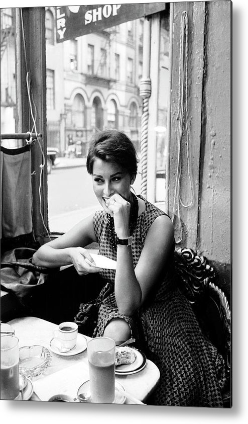 Timeincown Metal Print featuring the photograph Loren In New York Cafe by Peter Stackpole