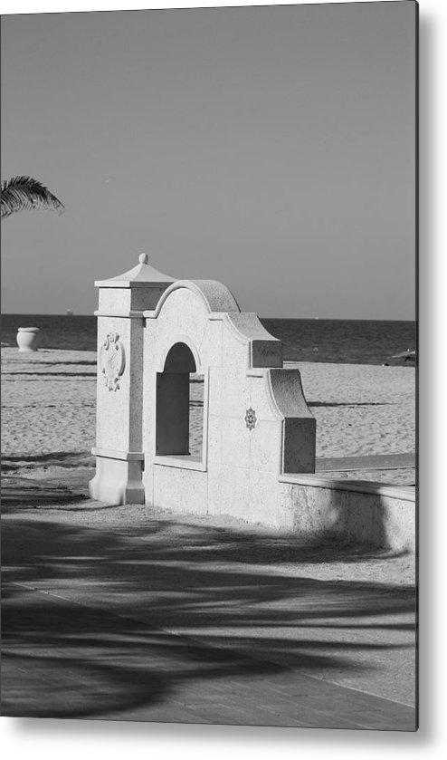 Black And White Metal Print featuring the photograph Hollywood Beach Wall by Rob Hans