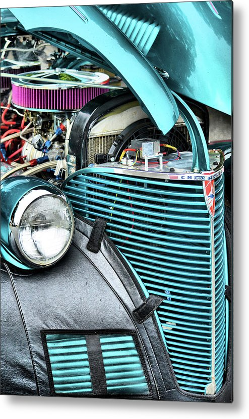 Cars Metal Print featuring the photograph Winkin Atchya by Robert McCubbin