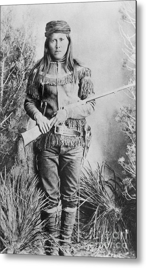 Rifle Metal Print featuring the photograph Peaches Holding Rifle by Bettmann