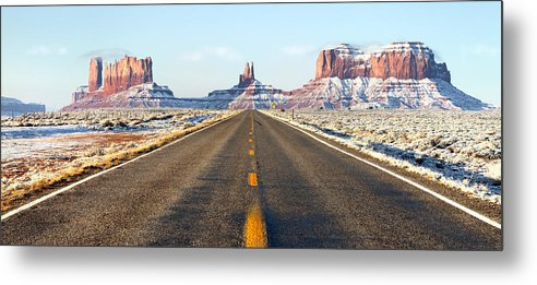 Road lead into Monument Valley by King Wu