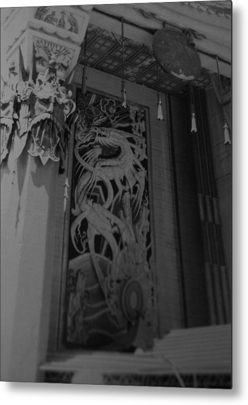 Black And White Metal Print featuring the photograph Chinese Theater by Rob Hans