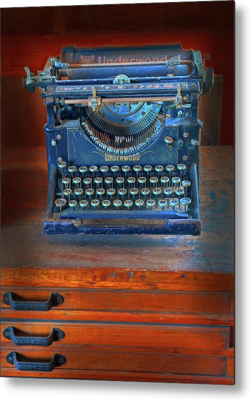 Underwood Typewriter Metal Print featuring the photograph Underwood Typewriter by Dave Mills
