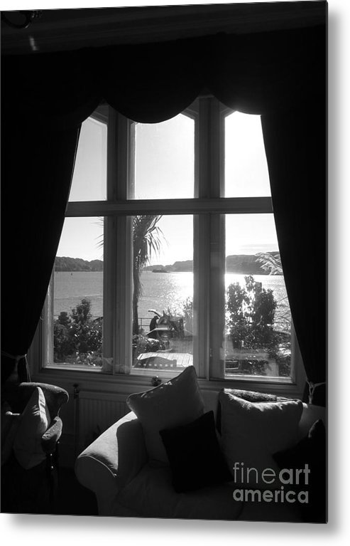 Metal Print featuring the photograph Oban by Sharron Cuthbertson