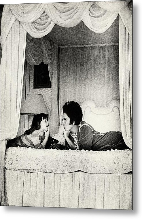 Actress Metal Print featuring the photograph Elizabeth Taylor With Her Daughter by Henry Clarke