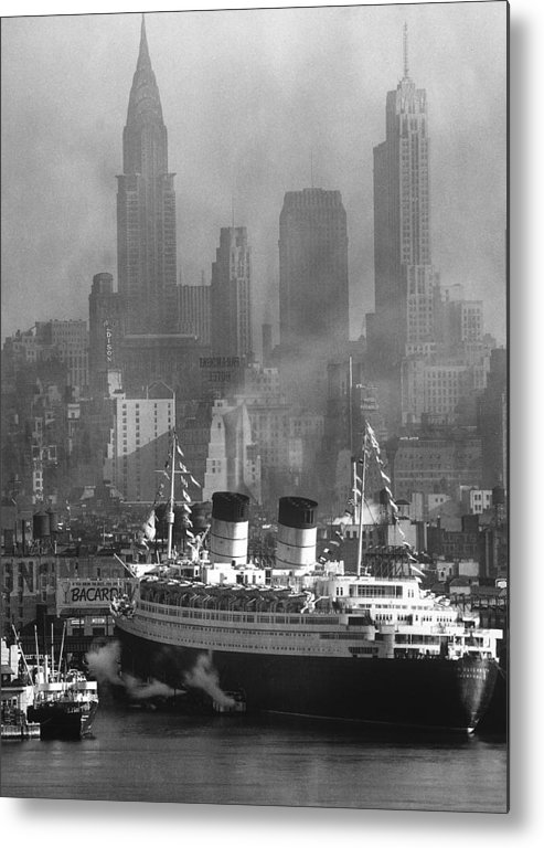 Timeincown Metal Print featuring the photograph Ocean Liner Queen Elizabeth Sailing In by Andreas Feininger