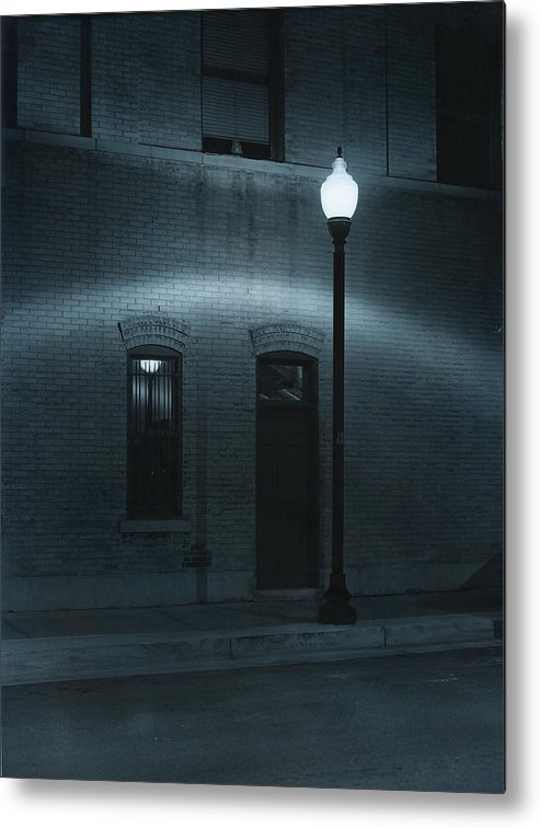 Street Light Metal Print featuring the photograph Street Lamp Arc by Jim Furrer