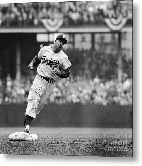 Sweater Metal Print featuring the photograph Duke Snider Runs The Bases by Robert Riger