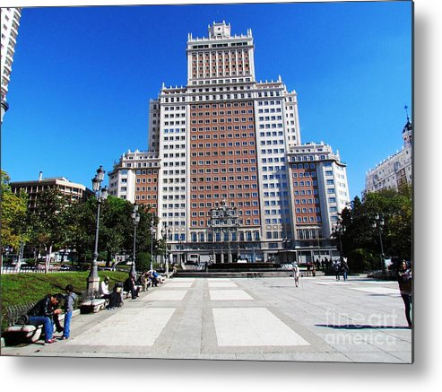 Spain Metal Print featuring the photograph Madrid Building by Ted Pollard