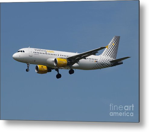 737 Metal Print featuring the photograph Vueling Airbus A320 by Paul Fearn