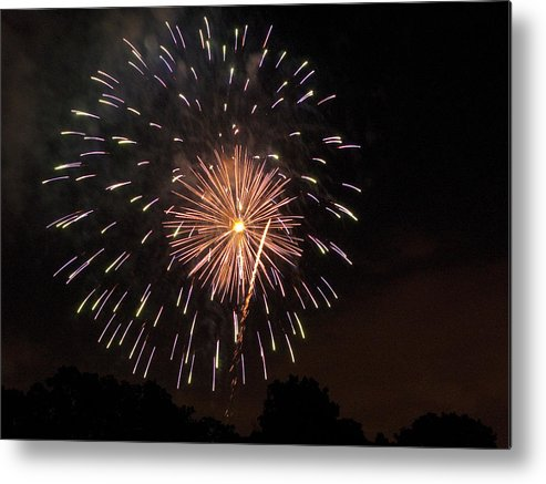 Cities Metal Print featuring the photograph Detroit Area Fireworks -10 by Paul Cannon