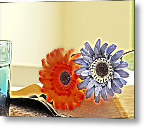 Flowers Metal Print featuring the photograph Flowerecent by Santiago Rodriguez