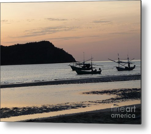 Seascape Metal Print featuring the photograph Low Tide 02 by Pusita Gibbs