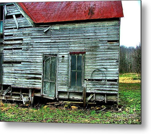 Old Abandoned Houses Metal Print featuring the photograph That Old House Down By The Creek by Julie Dant