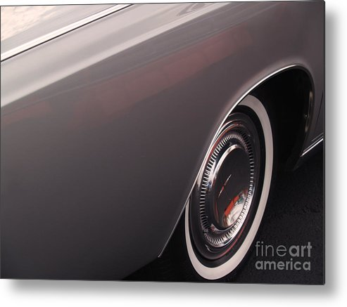 Lincoln Metal Print featuring the photograph 1968 Vintage Lincoln Sedan Fender by Anna Lisa Yoder