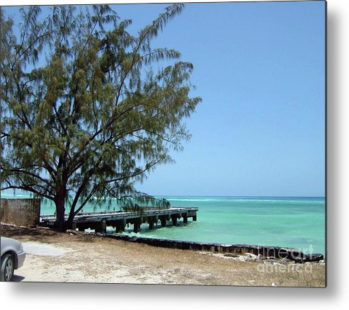 Grand Metal Print featuring the photograph Beach Scene by Gary Wonning