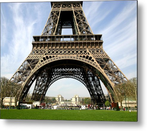 Paris Metal Print featuring the photograph Eiffel Tower by Hans Jankowski