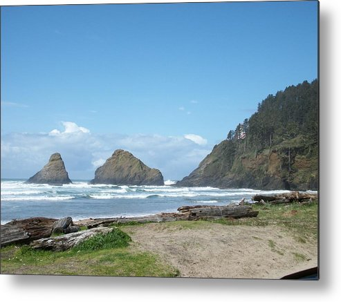 Oregon Metal Print featuring the photograph Sunshine Waves by Justin Randy