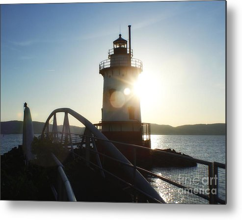 Lighthouse Metal Print featuring the photograph Kingsland Point Lighthouse by Chet B Simpson