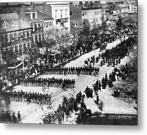 History Metal Print featuring the photograph Lincolns Funeral Procession, 1865 by Photo Researchers, Inc.