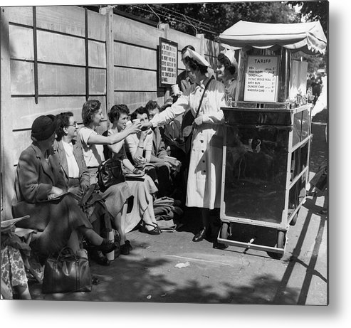 Mid Adult Metal Print featuring the photograph Crowd Refreshments by Central Press