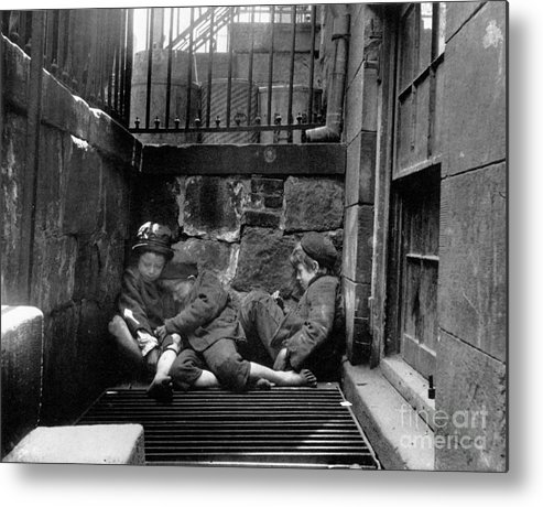 1901 Metal Print featuring the photograph Riis: New York, 1901 by Granger
