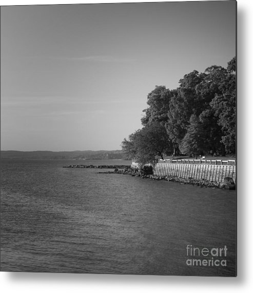 Hudson River Metal Print featuring the photograph Kingsland Point by Chet B Simpson