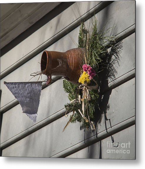 Colonial Metal Print featuring the photograph Williamsburg Bird Bottle 1 by Teresa Mucha