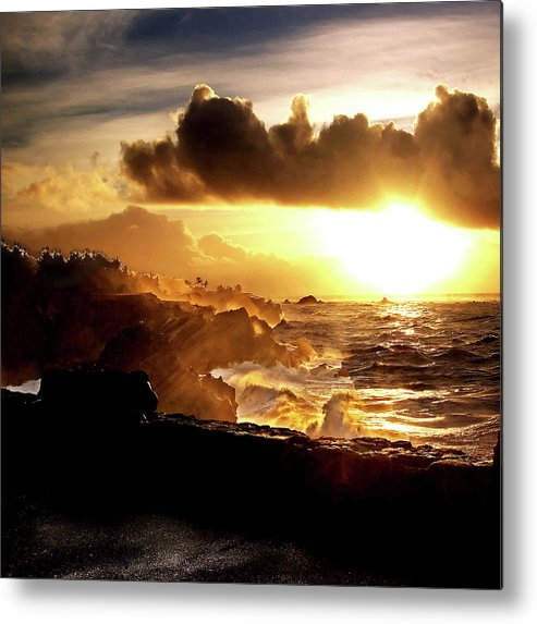 Pacific Metal Print featuring the photograph Sun Setting On The Pacific by Dale Stillman