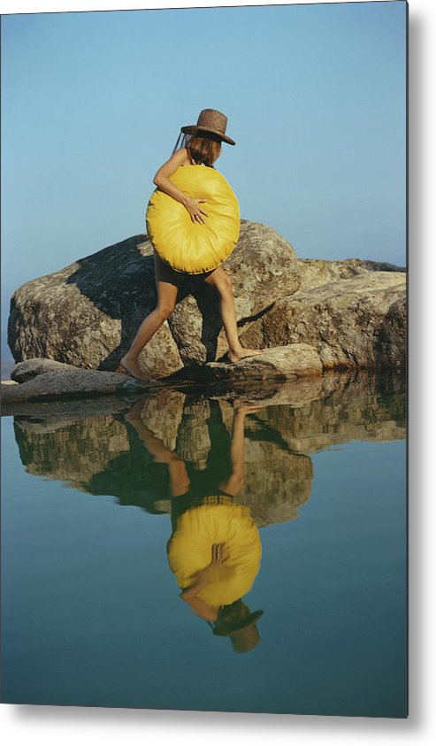 Costa Smeralda Metal Print featuring the photograph Finding A Spot by Slim Aarons