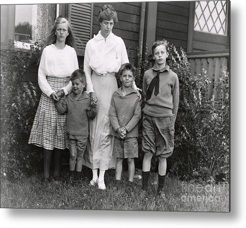 Nominee Metal Print featuring the photograph Eleanor Roosevelt With Her Children by Bettmann