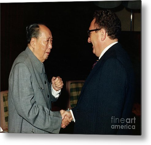 People Metal Print featuring the photograph Henry Kissinger Meeting Mao Tse-tung by Bettmann