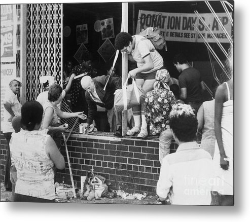 People Metal Print featuring the photograph Looters Breaking Into Store by Bettmann