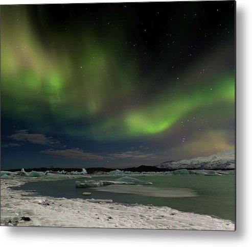 Scenics Metal Print featuring the photograph Auroras En Jokulsarlon Islandia by Martin Zalba