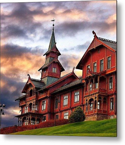 House Metal Print featuring the photograph Holmenkollen hotell by Torbjorn Schei