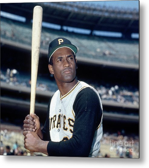 National League Baseball Metal Print featuring the photograph Roberto Clemente by Louis Requena