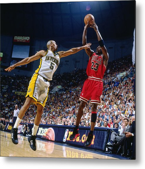 Chicago Bulls Metal Print featuring the photograph Jalen Rose and Michael Jordan by Nathaniel S. Butler