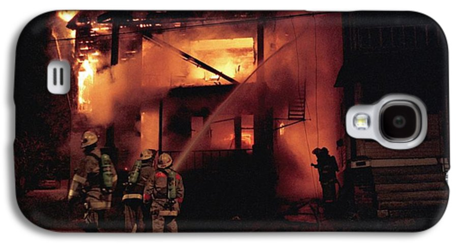 Fire Galaxy S4 Case featuring the photograph 071506-4 Cleveland Firefighters On The Job by Mike Davis